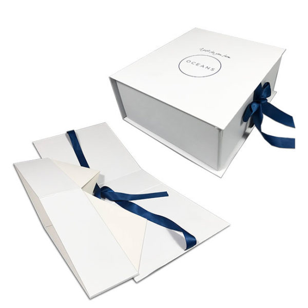 Custom Logo Luxury Paper Board Magnetic Folding Gift Packaging Box with Ribbon Closure